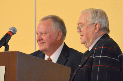 David Reid present Stredwick Medal to ADS President, Don Dramstad
